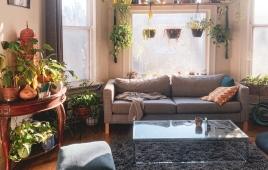 műanyag ablak egy nappaliban